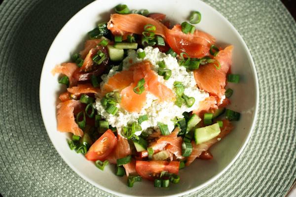 Huettenkaese-Lachs-Salat
