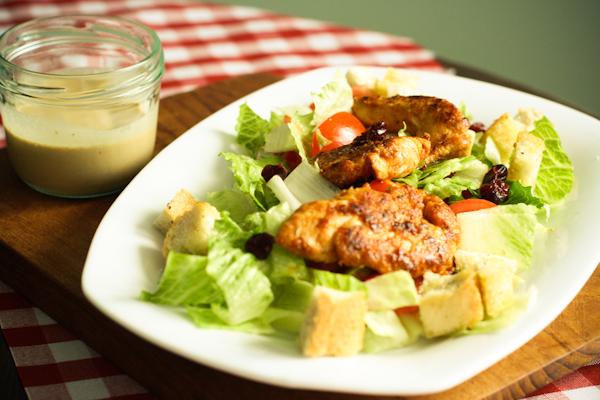 caesar's-salad-auf-teller